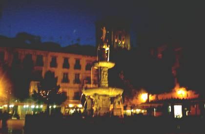 Plaza Birrambla, en la noche.