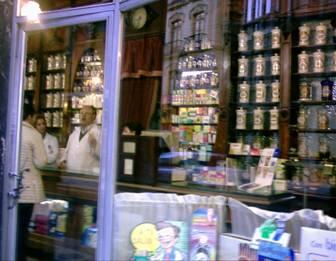 Una farmacia de las de antes.